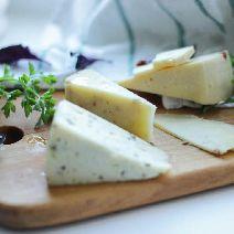Сыр с базиликом и чесноком 0,5 кг
